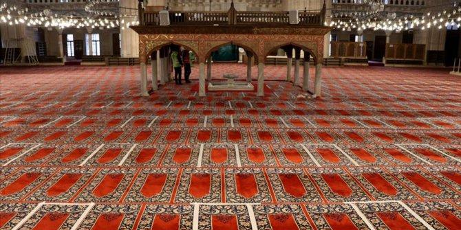 Camilerde yeniden cemaatle ibadet Fatih Camisi'nde kılınacak cuma namazı ile başlayacak