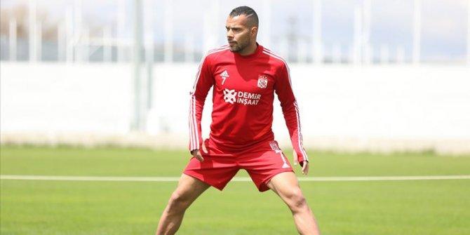 Sivasspor'da Fernando en az 6 hafta sahalardan uzak kalacak