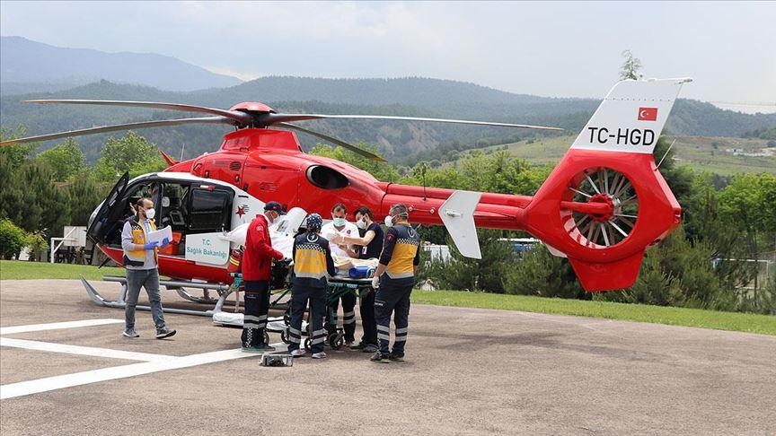 Ambulans helikopter doğum yapan kadın için havalandı