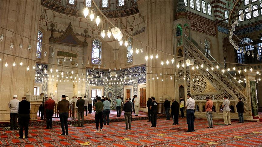 Edirne'de Selimiye Camisi'nde namaz kılmanın sevinci yaşanıyor