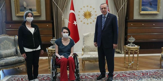 Cumhurbaşkanı Erdoğan milli voleybolcu Meltem Çetin'i kabul etti