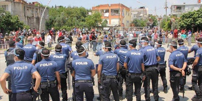 Antalya'da karantinaya alınan mahallede gerginlik