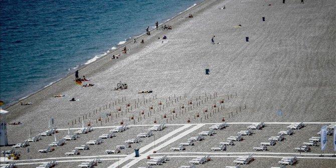 Dünyaca ünlü Konyaaltı Sahili'nde titiz çalışma