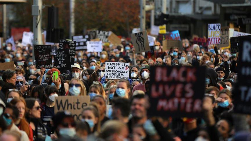 Avustralya'da on binler ırkçılık ve ayırımcılığı protesto etti