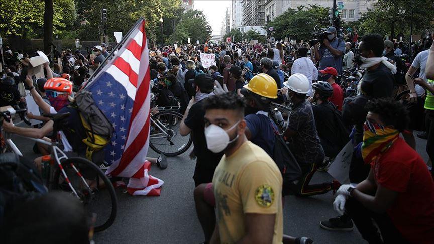 ABD'de protestolara katılan bazı kişiler Kovid-19'a yakalandı