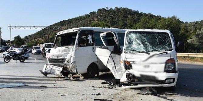 Bodrum'da minibüsle kamyonet çarpıştı