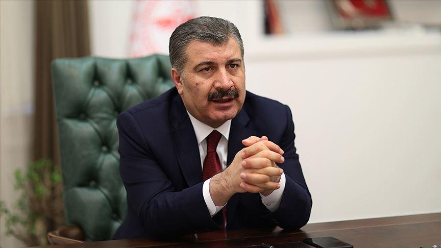 Sağlık Bakanı Fahrettin Koca'dan uyarı: Virüs yan yana yürürken geçebilir