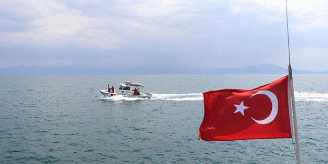 Van Gölü'nde kaybolduğu ihbar edilen tekne bulunamadı