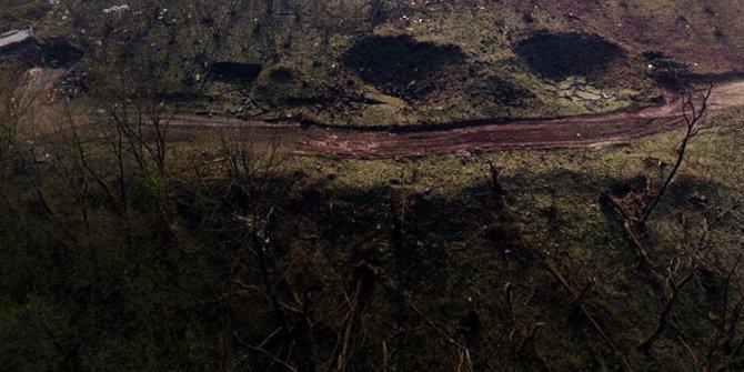 Patlama deprem etkisi yarattı, yarık oluştu