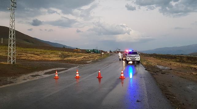 Erzincan'da taşkın tehlikesi: Bazı yollar ulaşıma kapandı