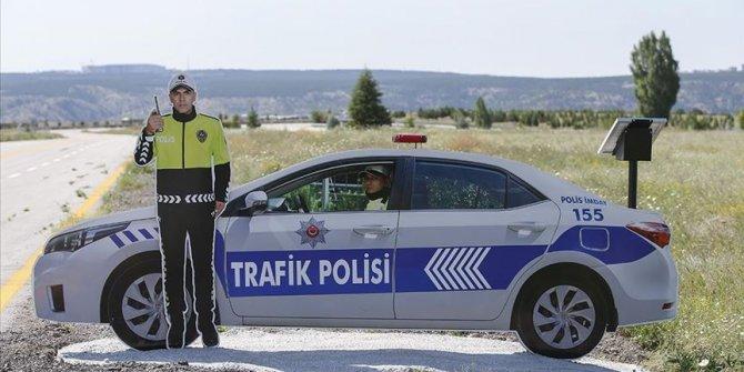 Kara yollarında maket/model trafik polisi dönemi