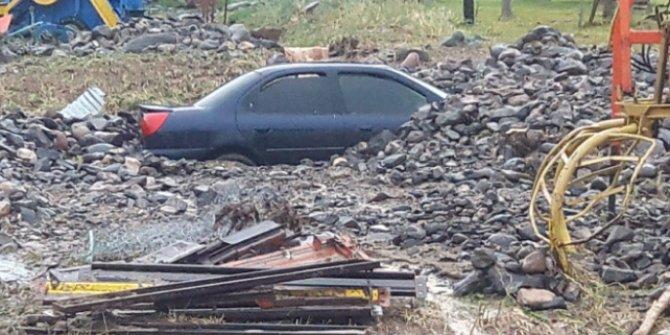 Kars'ta etkili olan sağanak su baskınlarına neden oldu