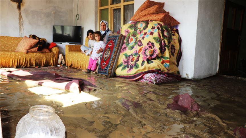 Erzurum ve Ağrı'da hasara neden olan selin izleri siliniyor