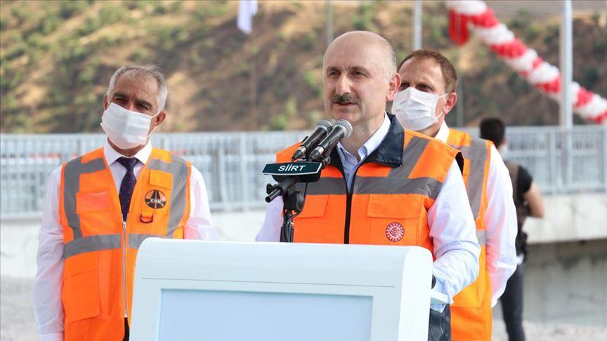 Bakan Karaismailoğlu: Van'dan Pervari'ye seyahat süresi 2 saate inecek