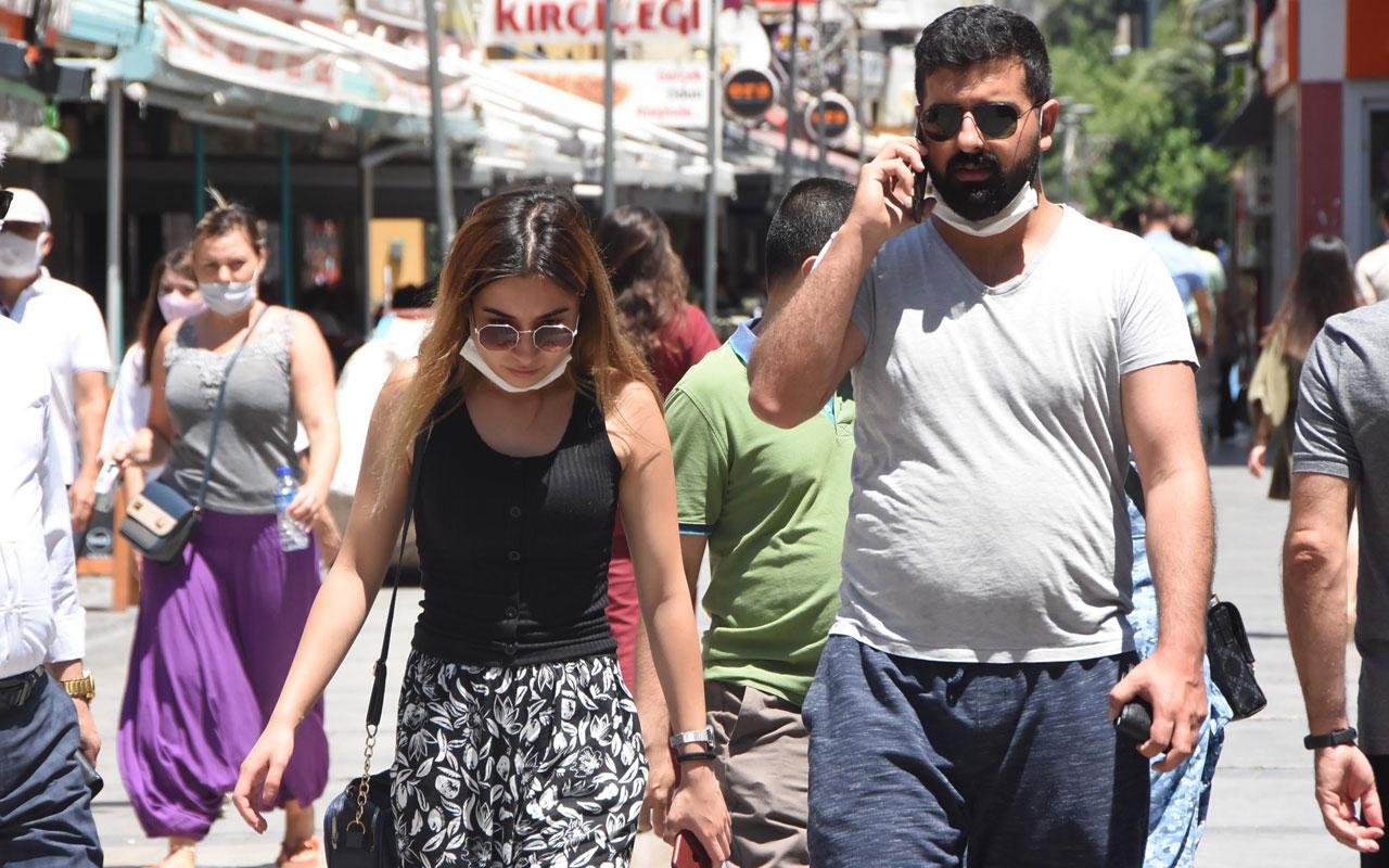 İzmir'de maske takmayanlar 'yok artık' dedirtti