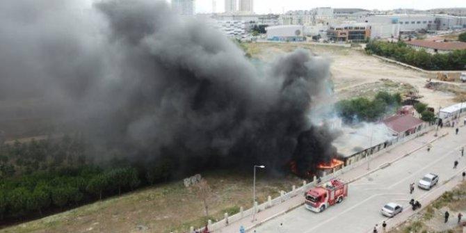 Esenyurt'ta işçilerin kaldığı şantiyede yangın çıktı