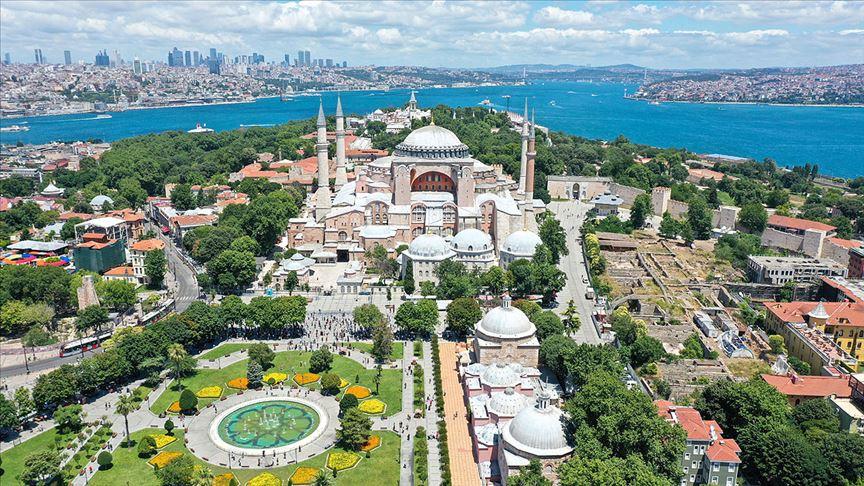 Ayasofya'nın imar planlarının 'Ayasofya Camisi ve Külliyesi' olarak değiştirilmesi teklif edildi