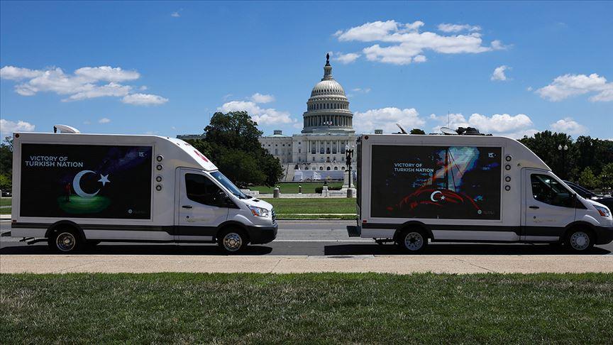 ABD'de 15 Temmuz, ilan kamyonları ve pankart taşıyan uçaklarla anlatıldı