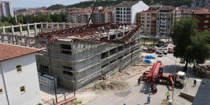 Kastamonu'da spor salonu inşaatının çelik çatısı çöktü