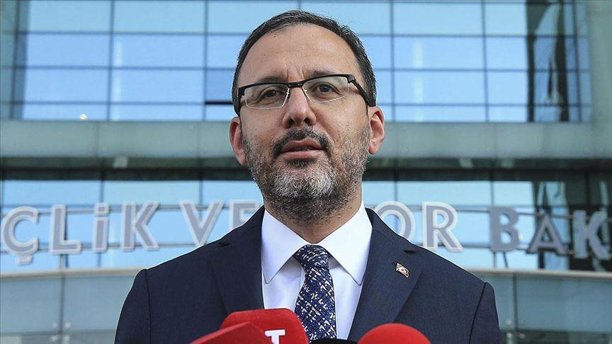 Bakan Kasapoğlu: Yarından itibaren halı saha spor tesisleri açılacak