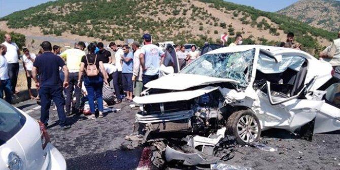 Bingöl'de iki otomobil çarpıştı: 2 ölü, 5 yaralı