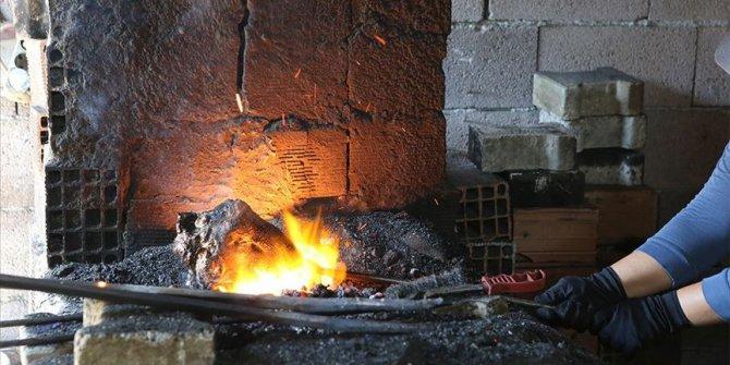 Mersin'de demirciler bayramda 'kelle paça' mesaisi yapıyor