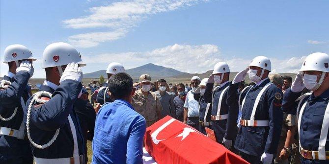 İzmir'de hayatını kaybeden asker Kars'ta son yolculuğuna uğurlandı