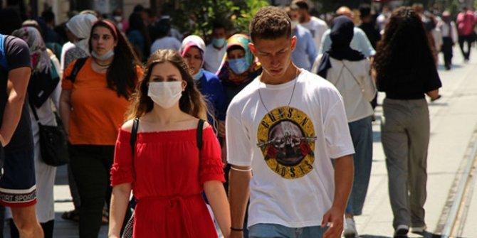 İstiklal Caddesi'nde maskesiz mesafesiz bayram yoğunluğu