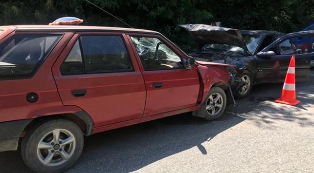 Düzce'de iki otomobil çarpıştı: 4 yaralı