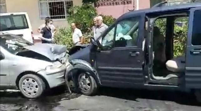 Otomobil ile hafif ticari araç çarpıştı: 12 yaralı