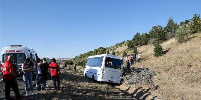 Ankara'da yolcu otobüsü servis aracına çarptı
