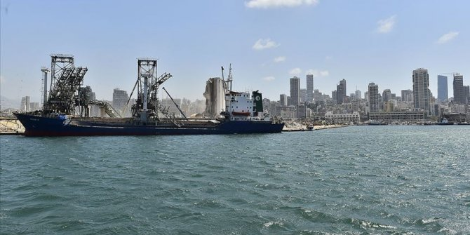 Beyrut Limanı'nda 2 vinç yeniden faaliyete girdi