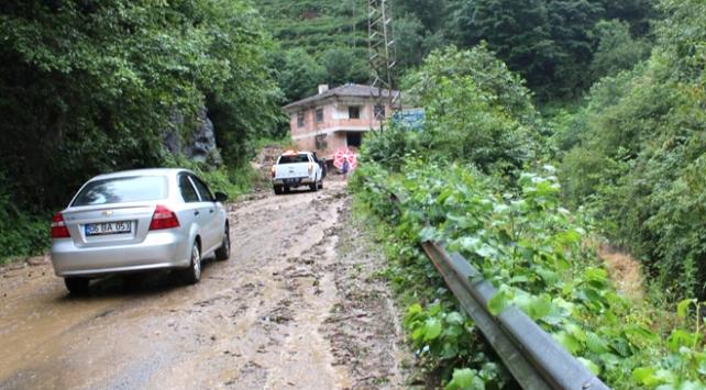 Trabzon'da sağanak heyelana neden oldu