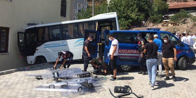 Kocaeli'nde jandarma midibüsü kaza yaptı
