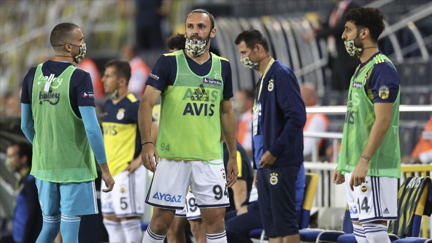 Fenerbahçe'de bir futbolcu ve teknik ekipten bir kişide koronavirüs çıktı