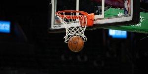 Los Angeles Lakers konferans finallerine galibiyetle başladı