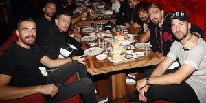 Fenerbahçeli futbolcular akşam yemeğinde buluştu