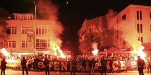 Fenerli futbolcular, Trabzon galibiyetini taraftarıyla kutladı