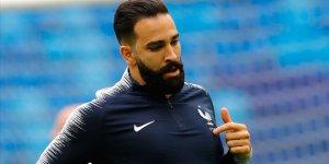 Fransız futbolcu Rami: Macron bizi pisliğin içine atıyorsun