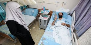 Açlık grevinin 103'üncü gününde İsrail'e geri adım attıran Filistinli tutuklu Ahres, özgürlüğüne kavuştu
