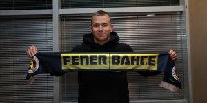 Fenerbahçe'nin yeni transferi Szalai, İstanbul'a geldi