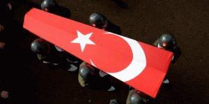 Hakkari'de askeri araç devrildi: 1 şehit, 2 yaralı