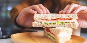 Sandviçi bulaşık makinesinde ısıttı, işten atıldı