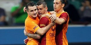 Galatasaray'da iki imza birden geliyor!