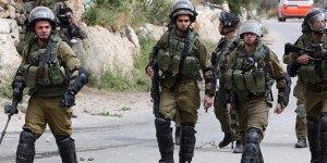 İsrail askerleri Batı Şeria'd 10 Filistinliyi gözaltına aldı