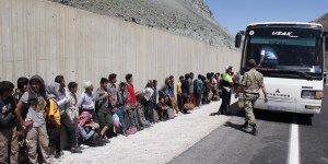 İki ayrı noktada 332 kaçak göçmen yakalandı