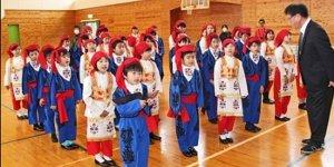 Japon öğrenciler Ertuğrul Şehitliği'ne özenle bakıyor