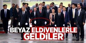 Cumhurbaşkanı Erdoğan Güney Kore'de beyaz eldiven taktı