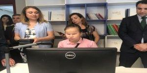 Görme engelli öğrencilere okuma yazma cihazı