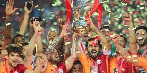 Galatasaray, şampiyonluk kupasını kaldırdı